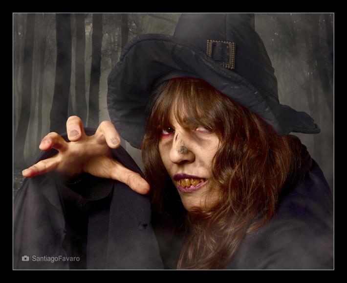 Bruja, retrato artístico, de Santiago M. Favaro